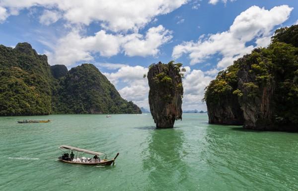 Ngắm nhìn vẻ đẹp kỳ vĩ của vịnh Hạ Long