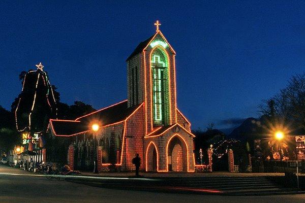 Nhà thờ đá Sapa ban đêm
