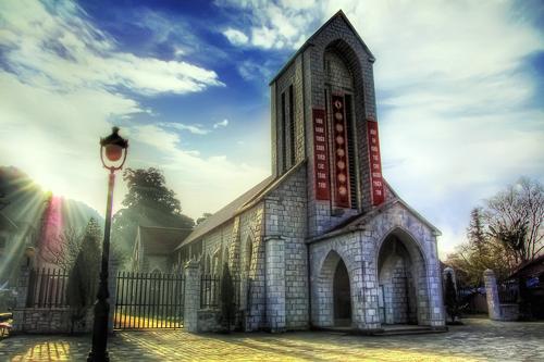 Du lịch Sapa thăm nhà thờ Đá
