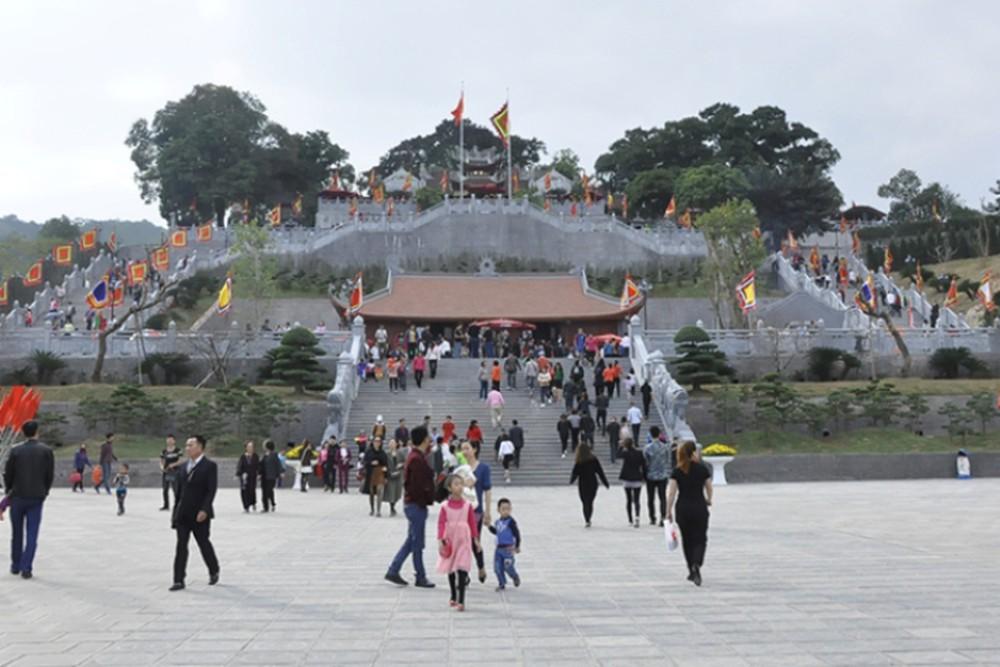 Đền Cửa Ông là di tích lịch sử quan trọng của tỉnh Quảng Ninh thu hút nhiều khách du lịch nhất là dịp đầu xuân