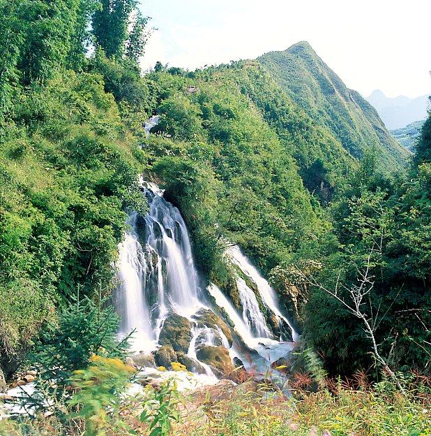 Vẻ đẹp tự nhiên của động Cốc San
