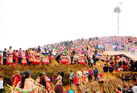 Người dân nô nức tham gia hôi Gầu Tào