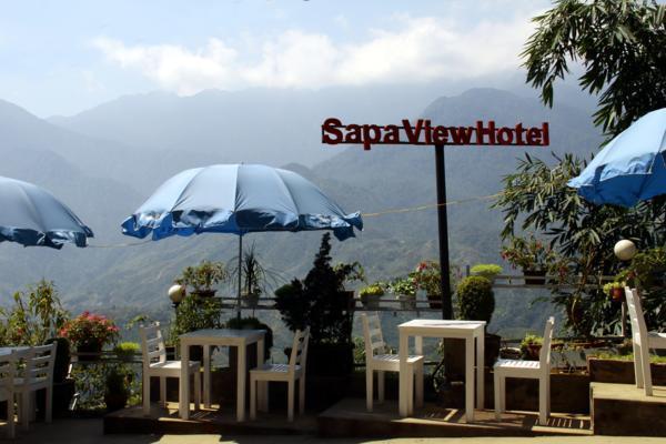 Từ Sapa View Hotel có thể ngắm nhìn khung cảnh hùng vĩ của những dãy núi phía xa xa