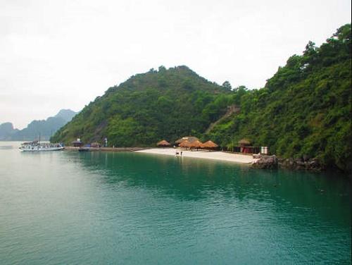 Bãi tắm Soi Sim Hạ Long