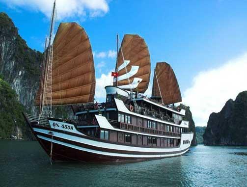 Du thuyền Bhaya trên vịnh Hạ Long