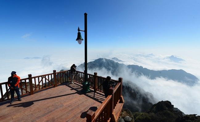 Hình ảnh cáp treo trên đỉnh Fansipan