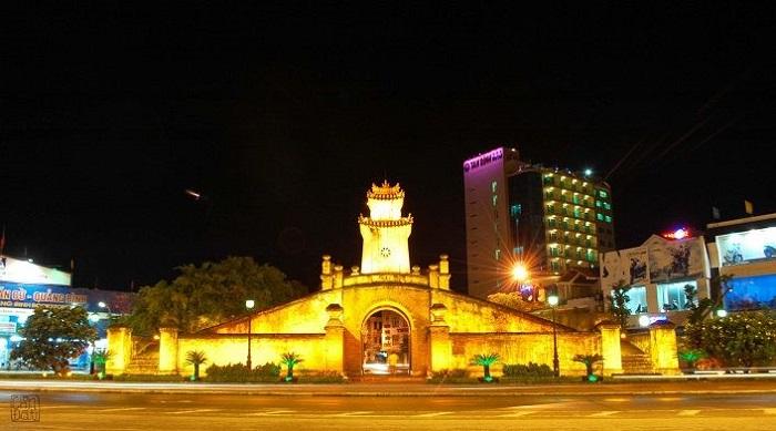 Vẻ đẹp Quảng Bình Quan khi về đêm