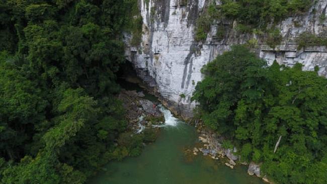 Đường vào hang Tú Làn
